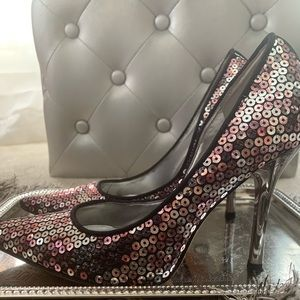 Guess sequin pumps